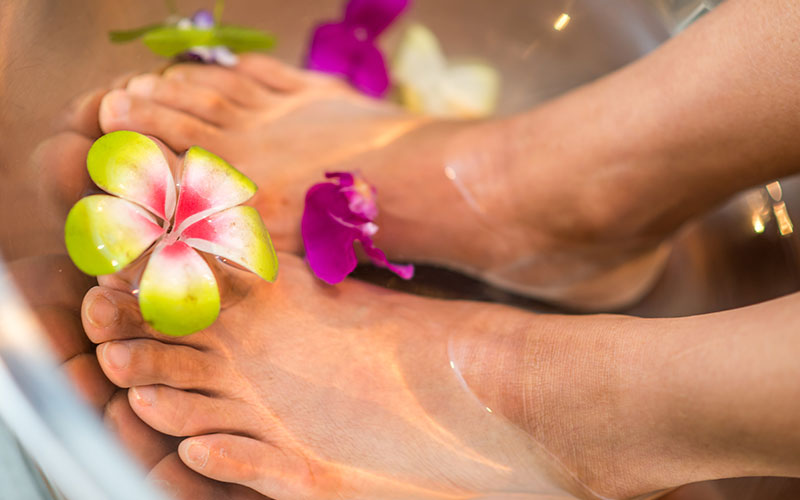 10 Best Parlours for Foot Spa